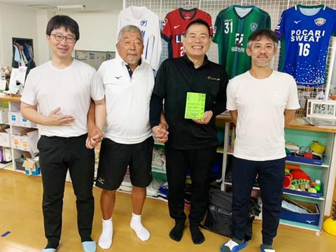 静岡学園サッカー部総監督・井田総監督にラクリスでボディメンテナンス